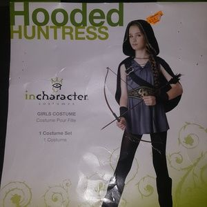 Costume . Hooded huntress. Childs large.